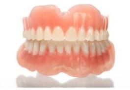 上下総入れ歯の写真